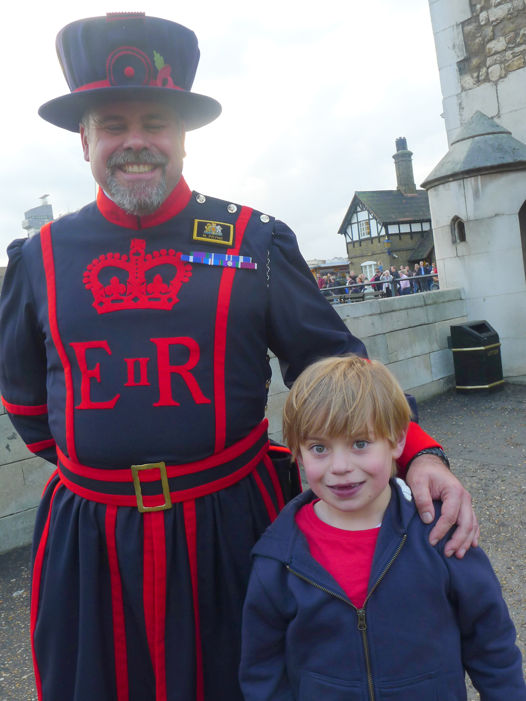 6-a-beefeater-at-the-tower